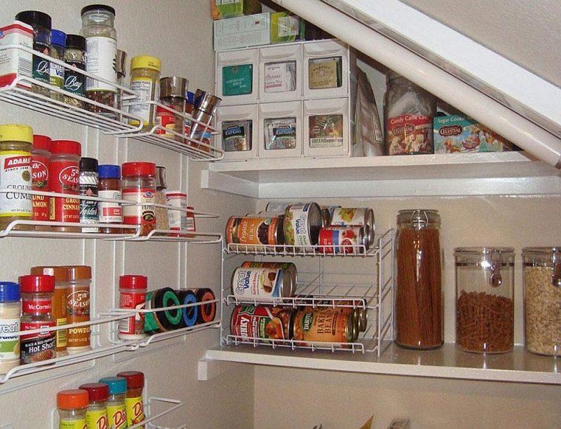Kur un kā mājās izveidot pagaidu noliktavu produktiem un mājsaimniecības precēm