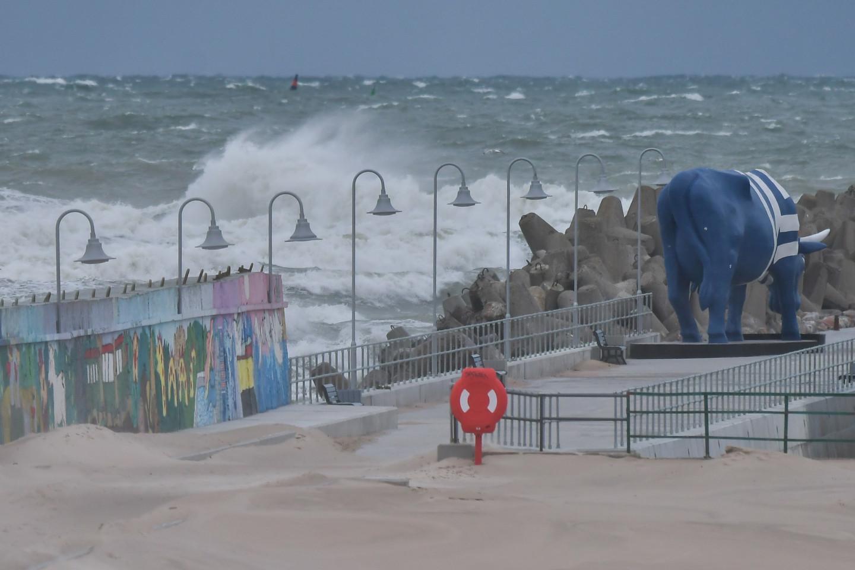 Sinoptiķi atkal brīdina par stipru vēju; iespējami postījumi