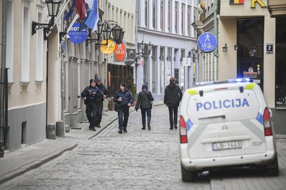 Valdība atvēl 2,5 miljons eiro piemaksām policistiem un robežsargiem
