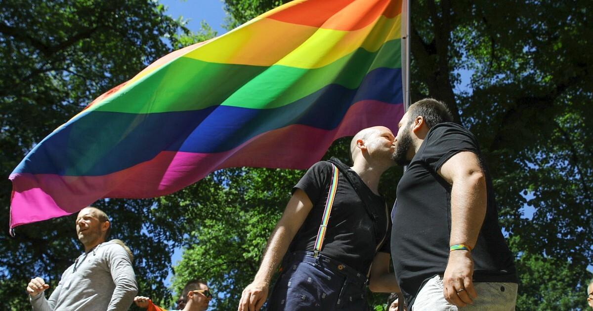 Aptauja: trešdaļa iedzīvotāju atbalsta viendzimuma pāru statusa izlemšanu referendumā