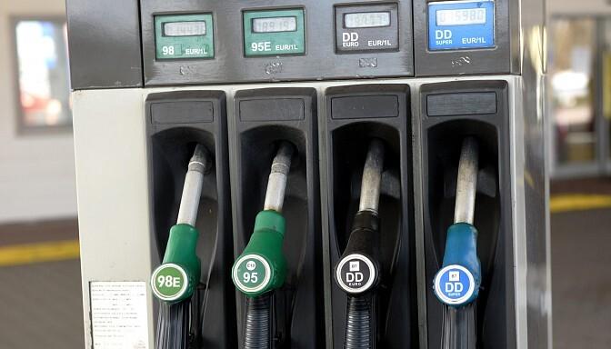 Eksperts: Ilgi degvielas cenas nebūs tik zemas