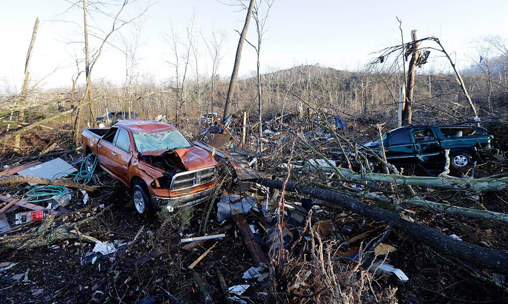 Video/Foto: ASV Tenesī štatā vairāki tornado nodarījuši milzu postījumus; gājuši bojā 19 cilvēki