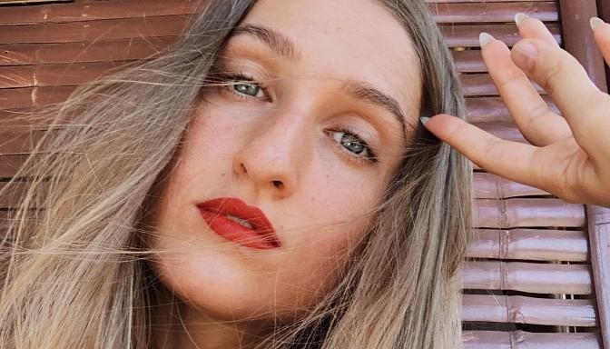 """Foto (21): Āzijā """"iestrēgusī"""" daiļā blogere Alise Mičule lutina ar kailfoto"""
