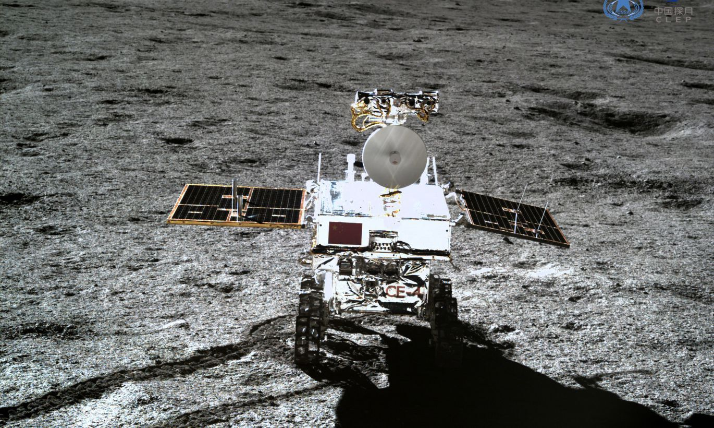 Ķīnas Mēness pašgājējs turpina atklāt nekad neredzētas lietas