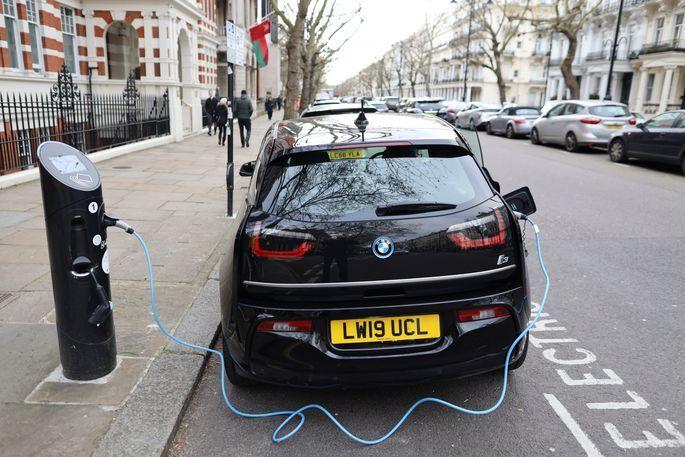 Jauna tipa elektroauto baterijas ļaušot nobraukt 2000 km