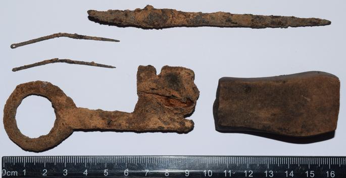Dobeles Livonijas ordeņa pilsdrupās atrod neskartas zemgaļu laika senlietas