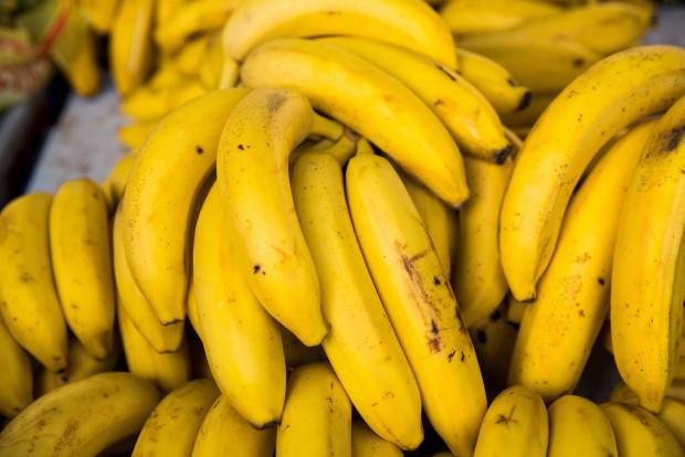 Cilvēkiem ar kādām kaitēm vajadzētu apēst divus banānus dienā?