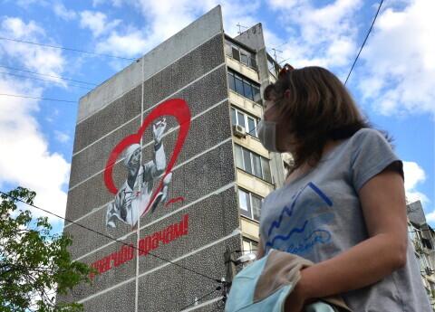 Vairāki mediķi Krievijā dažu dienu laikā izkrituši pa logu. Divi jau miruši