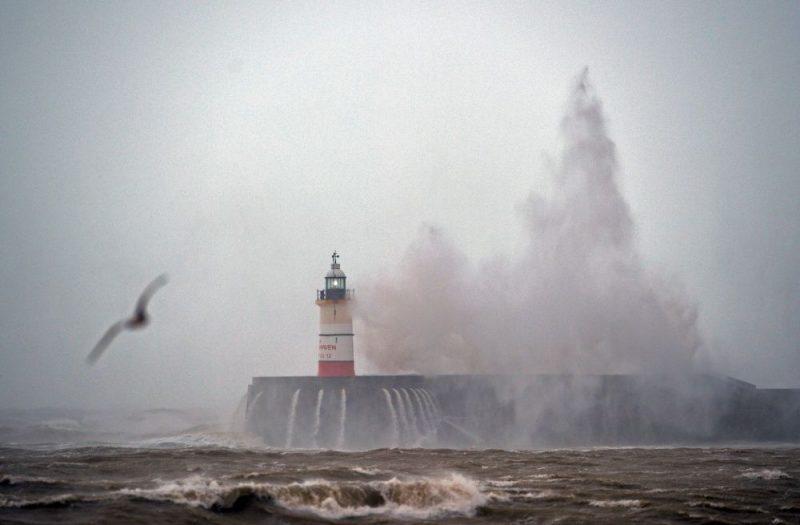 Gaidāmās vētras dēļ Latvijā spēkā oranžais brīdinājums