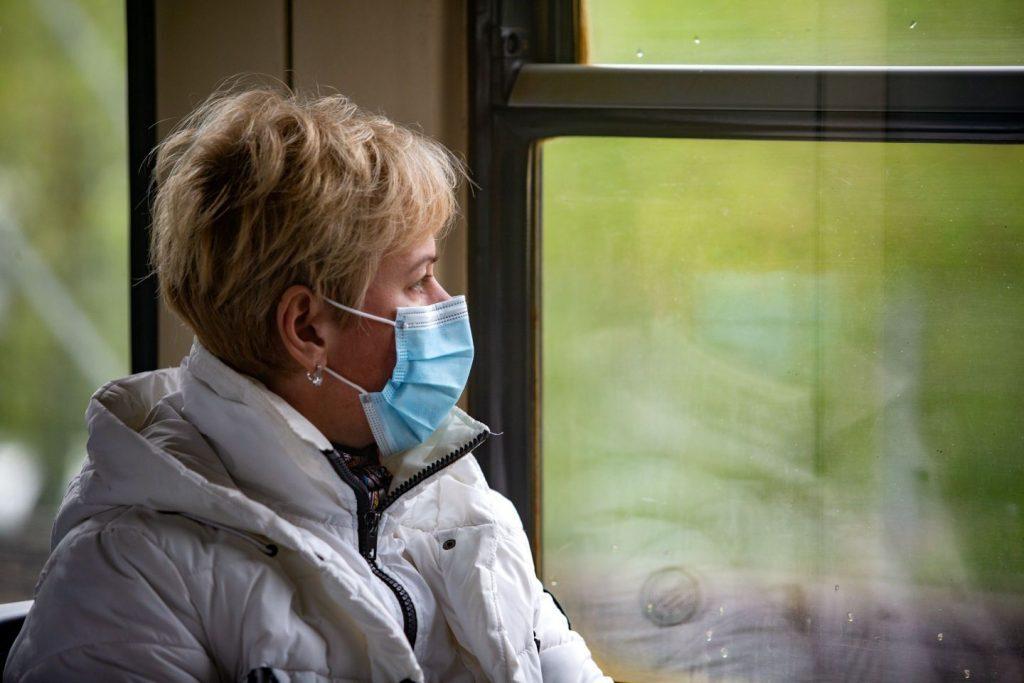 25 cilvēki vienuviet, robežas vaļā, maskas autobusā – Kā no šodienas dzīvosim?