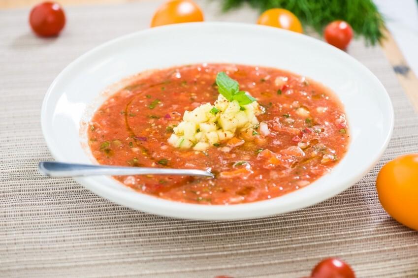Aukstā tomātu zupa ar ananasiem