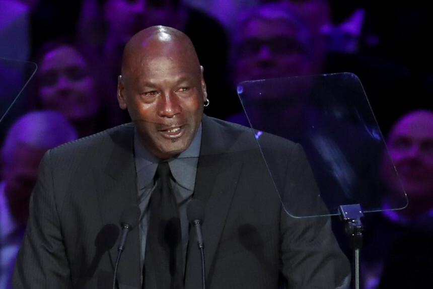 Basketbola leģenda Maikls Džordans aizkustinājis klātesošos Braienta piemiņas pasākumā