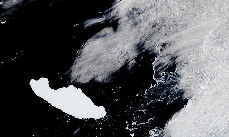 Bojā iet Antarktikas lielākais aisbergs
