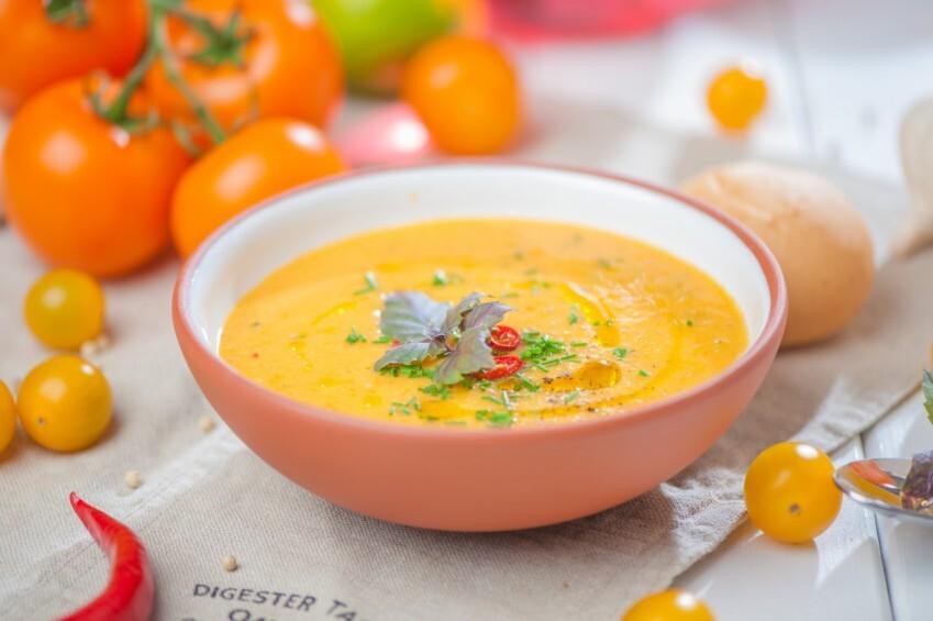 Dzelteno tomātu aukstā zupa