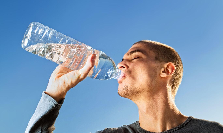 Eksperti atspēkojuši muļķīgu mītu par ūdens dzeršanu
