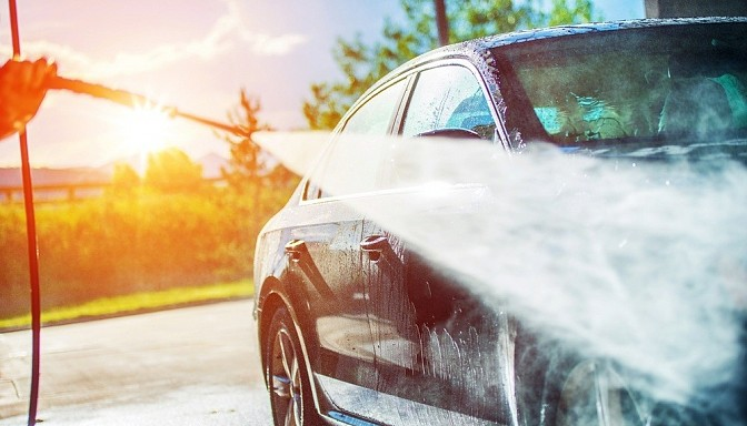 Kā pareizi kopt auto virsbūvi vasaras sezonā?