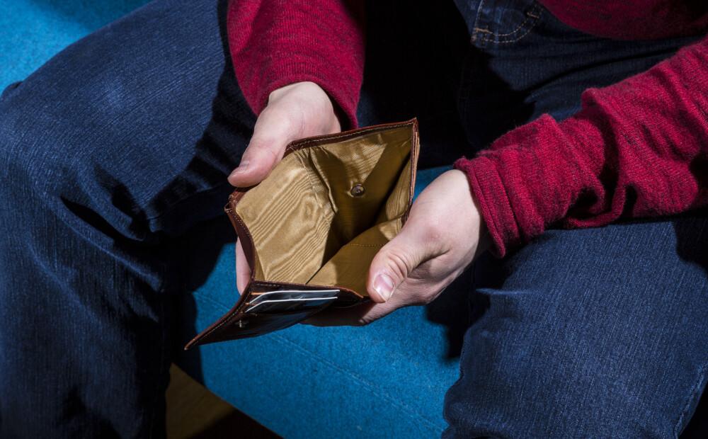Katrs trešais Latvijas iedzīvotājs izjūt spriedzi attiecībās naudas dēļ