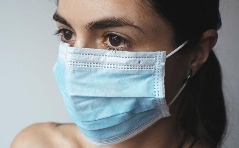 Lai izvairītos no vīrusiem, iesaka nepieskarties sejai. Kā atbrīvoties no šī nelāgā paraduma?