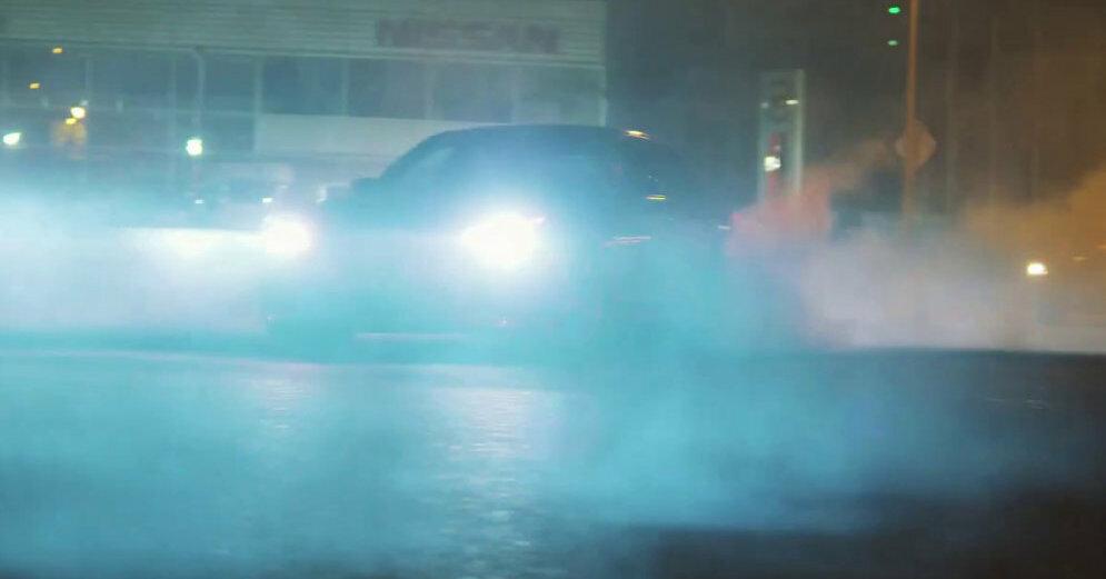 Video: Trīs 'M' sērijas BMW plosās naksnīgajās Rīgas ielās