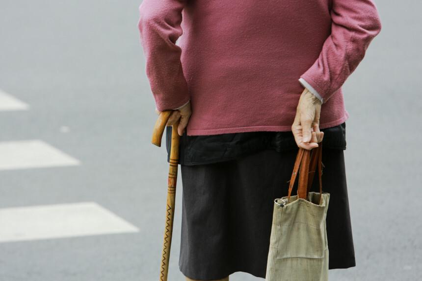 Pensionāri līdz asarām aizkustina jauna vīrieša rīcība Saldū