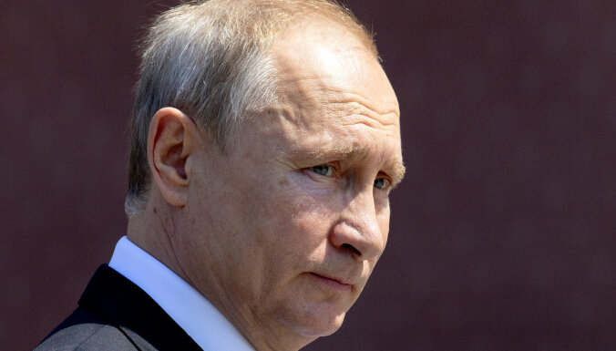 Putins sola nepieļaut viendzimuma laulību legalizēšanu