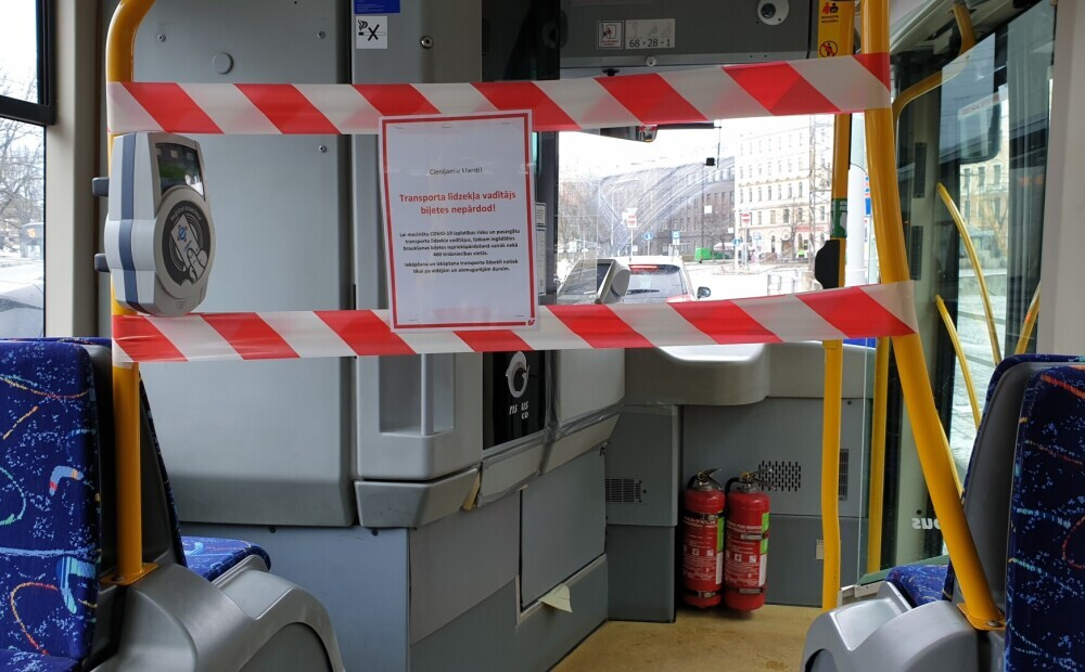 Sabiedriskajā transportā Rīgā pārtraukta biļešu tirdzniecība pie vadītājiem