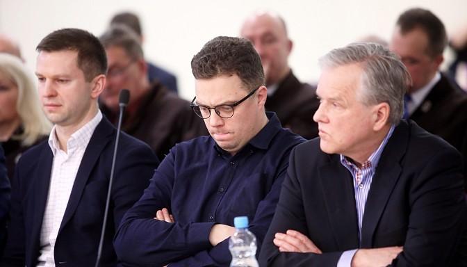 """""""Tas ir apsmiekls Latvijai, mūsu tautai""""; cietušie vīlušies Zolitūdes traģēdijas tiesas spriedumā"""