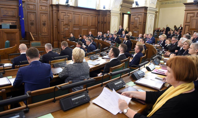 Tiek vākti paraksti par deputātu skaita samazināšanu no 100 līdz 50