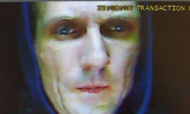 Valsts policija par smaga nozieguma izdarīšanu meklē attēlos redzamās personas